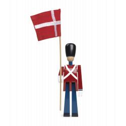 KAY BOJESEN - FANEBÆRER MED FLAG I TEKSTIL - TRÆFIGUR I MALET BØG